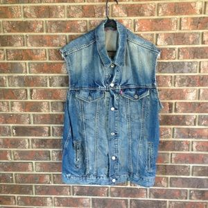 Distressed Levi Strauss Denim Vest Size Large